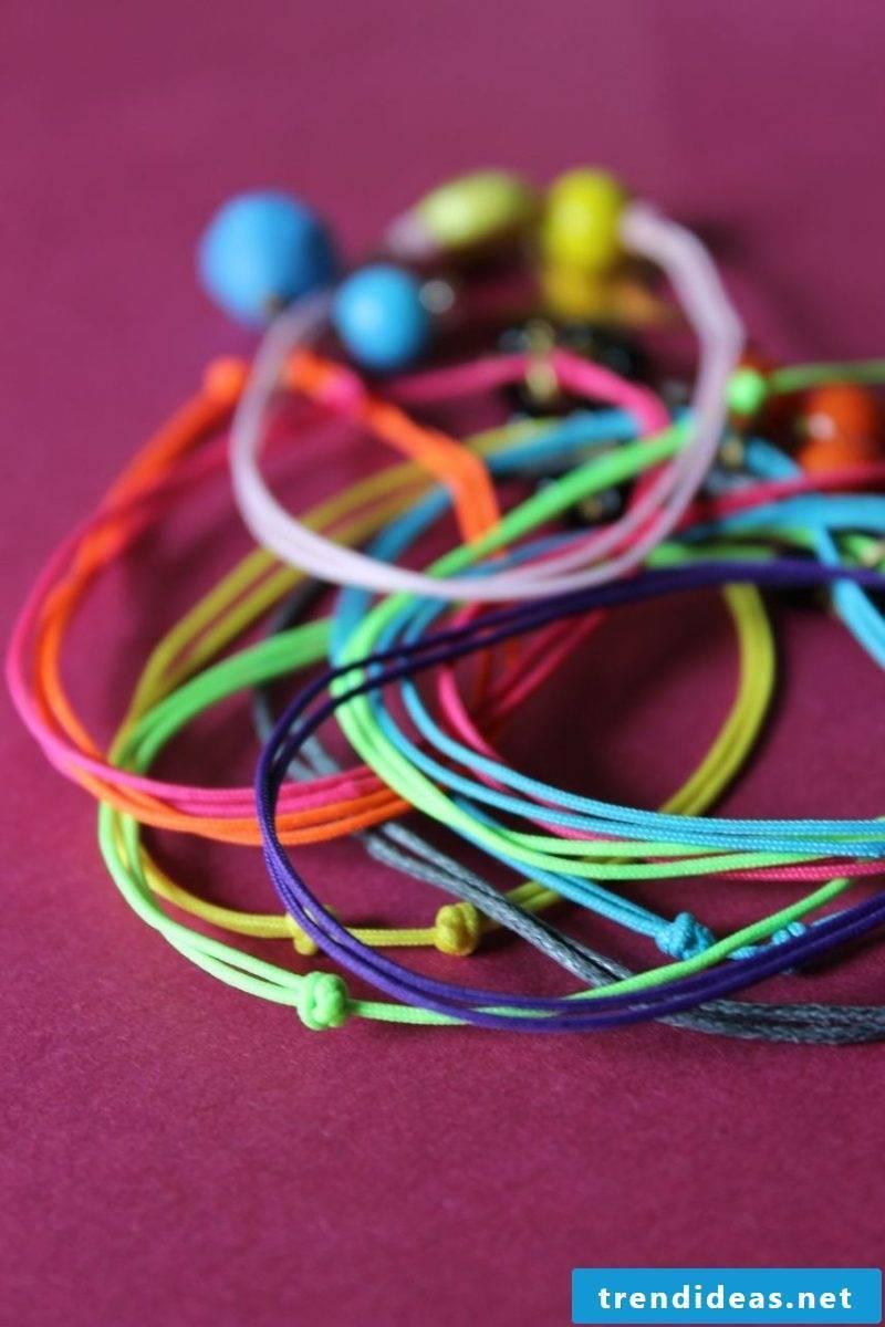 Bracelets tie in color