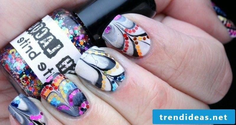 Artful fingernails design