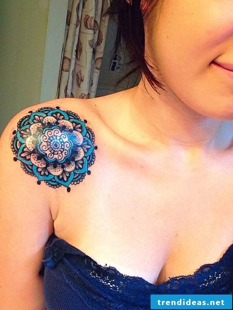 Tattoo of a Hawaiian flower in black and blue