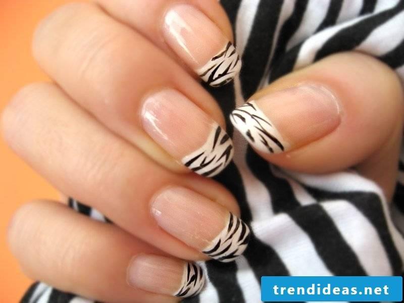 Nail art french zebra