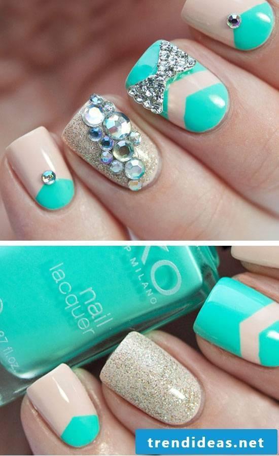 Fingernail motifs green