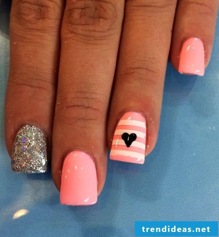 Fingernail motifs pink