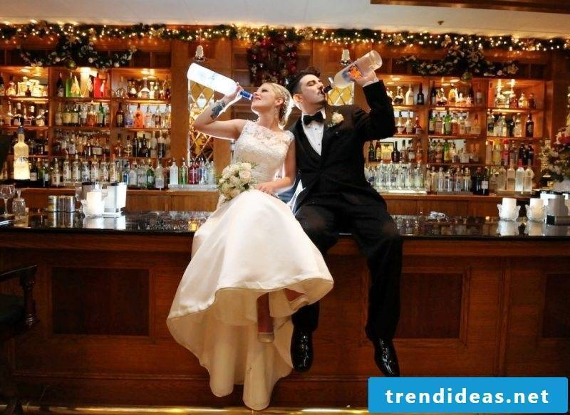 Wedding pictures bar
