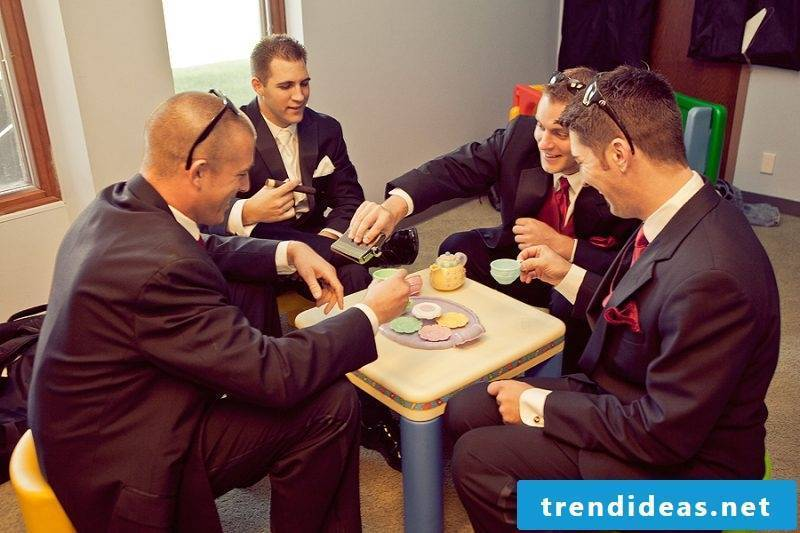 Wedding pictures team groom