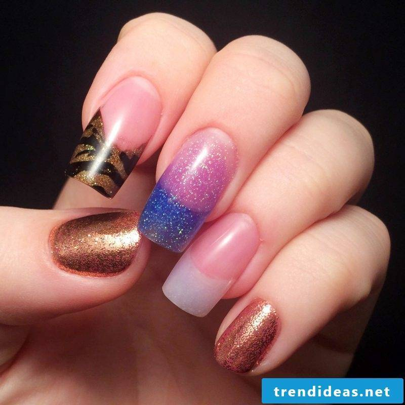 Nail modeling pictures: The glued nails can be painted to your taste