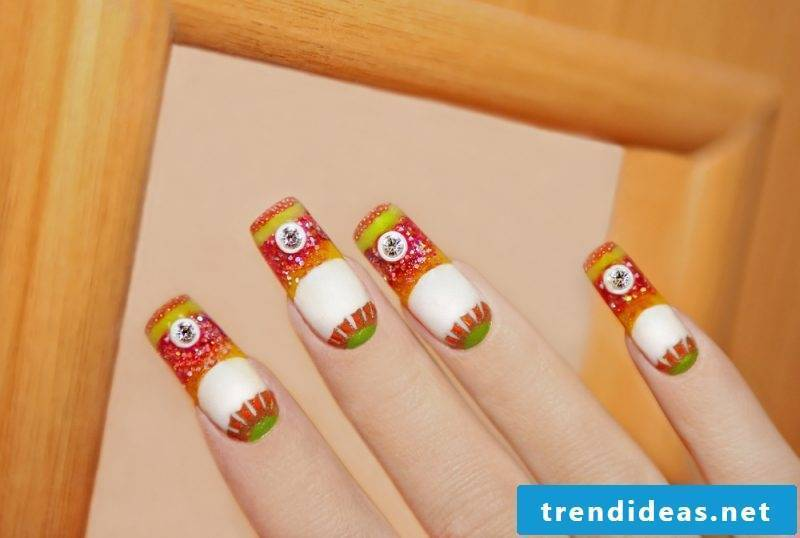 Nail modeling Pictures: Prefabricated plastic nail