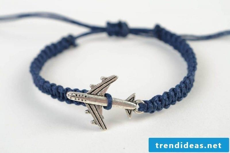 DIY bracelet knocking