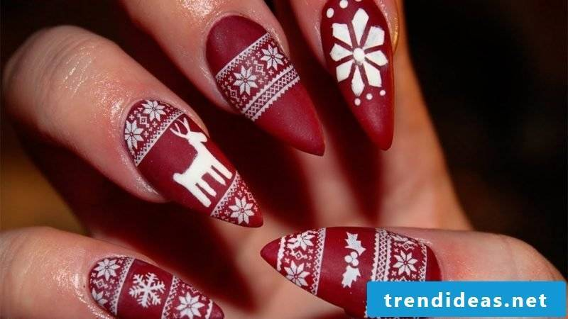 Gel nails pattern red christmas
