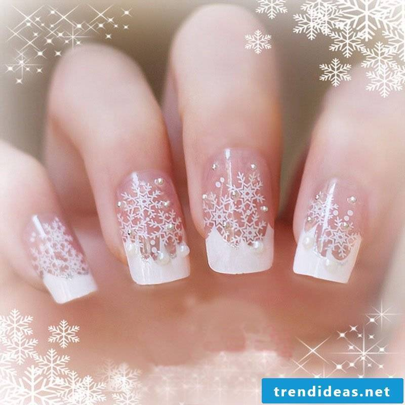 Gel nails pattern for Christmas in white