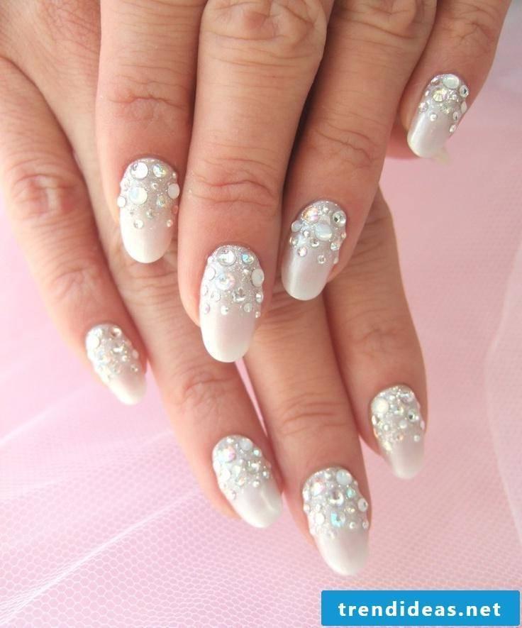 wedding nails discreet
