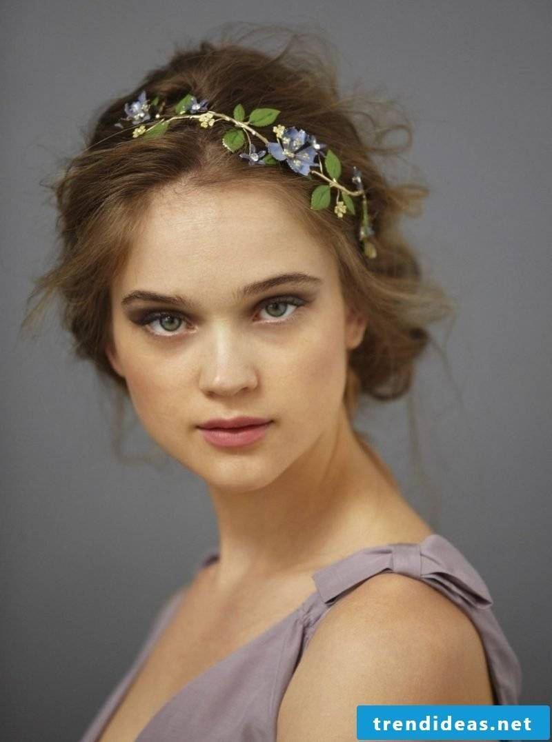 Hairstyles with hairband romantic look