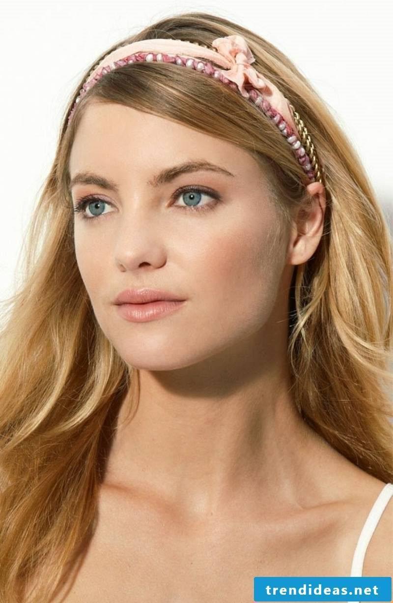 Hairstyles with headband long hair romantic look