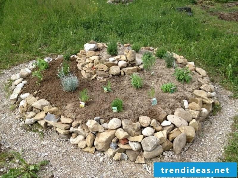 Garden design ideas herbal spiral