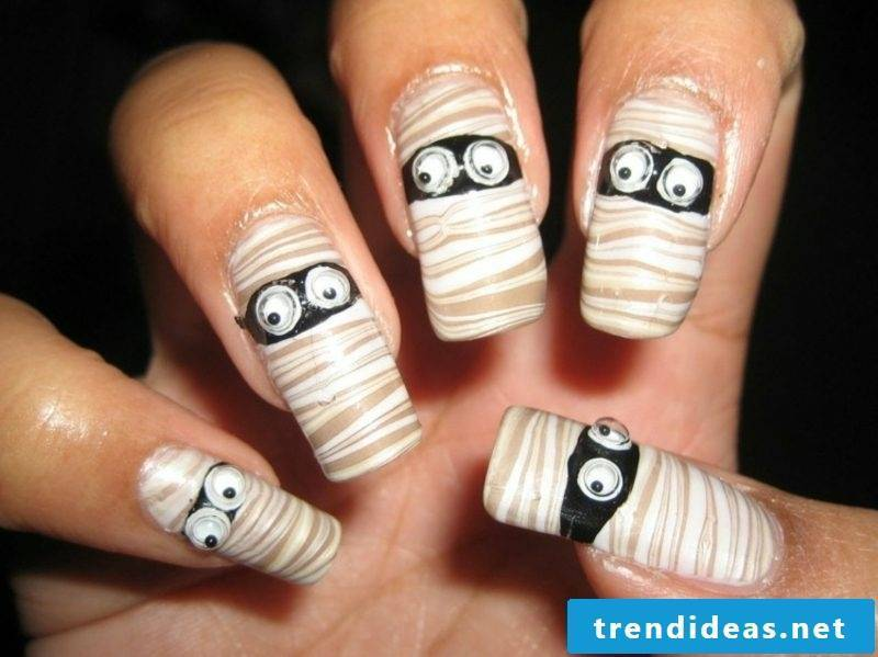 Mummy original nail design pattern for Halloween