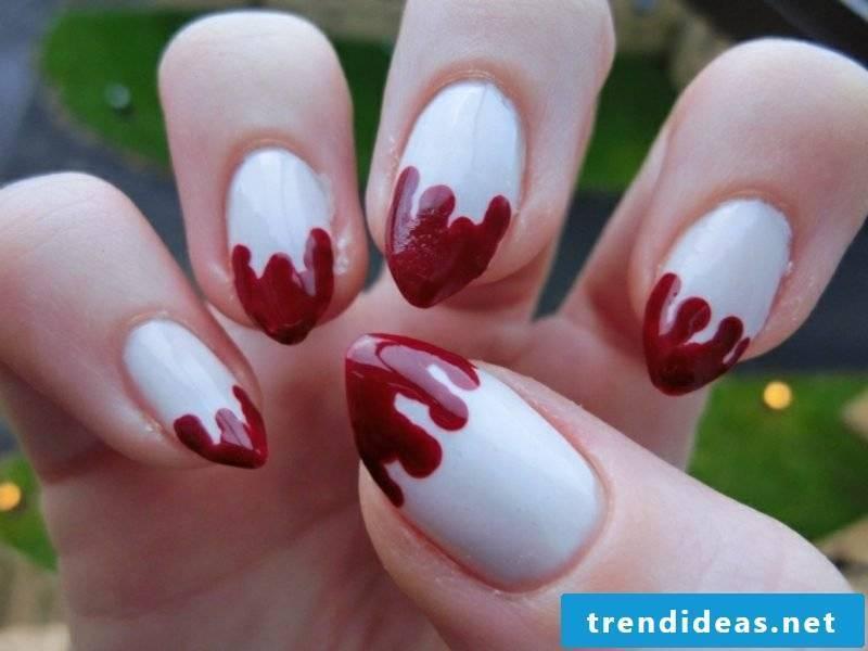 Nail art pattern Halloween blood trails