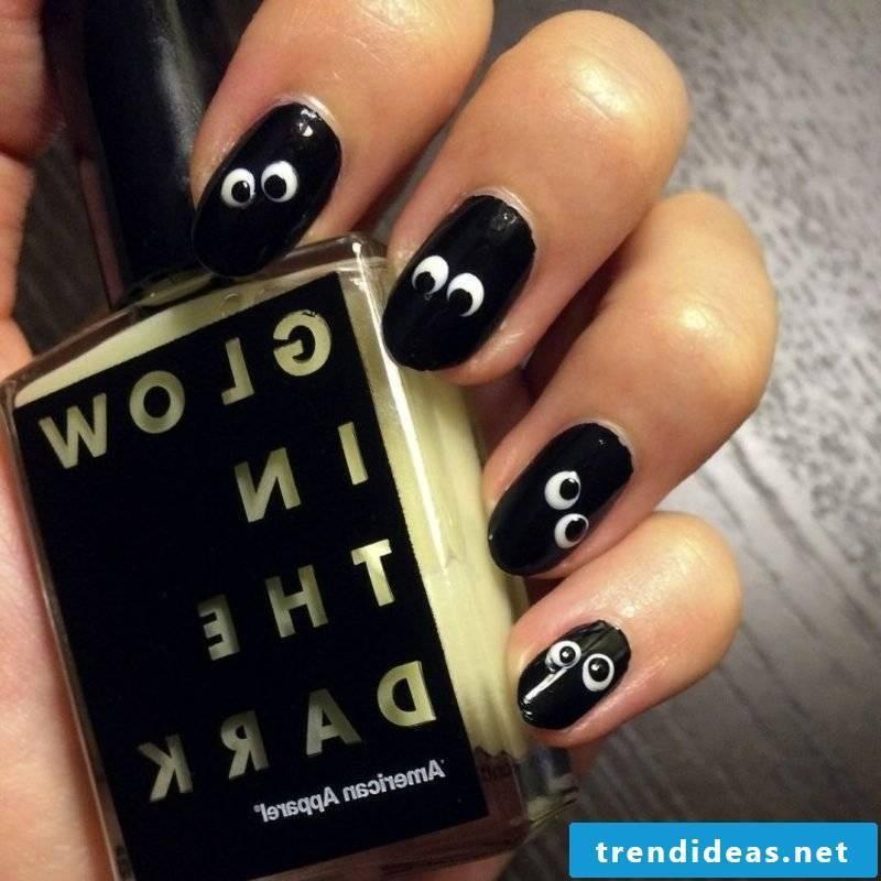 Eyes funny nail design to Halloween