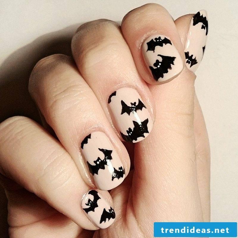Bats interesting nail design halloween