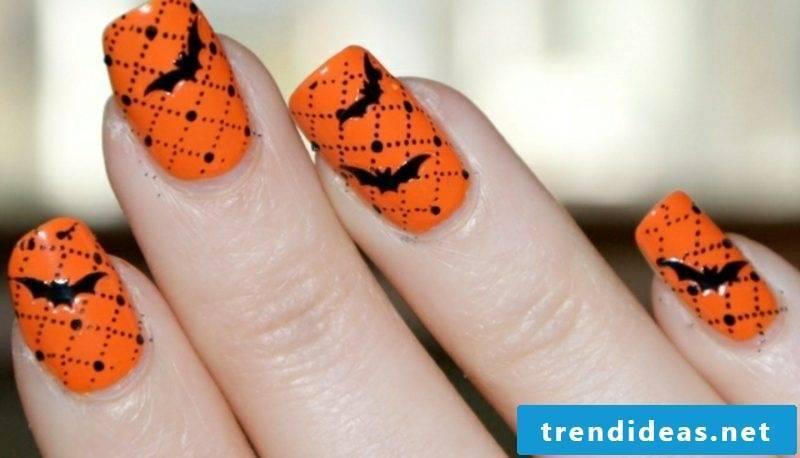 Nail art design for Halloween bats