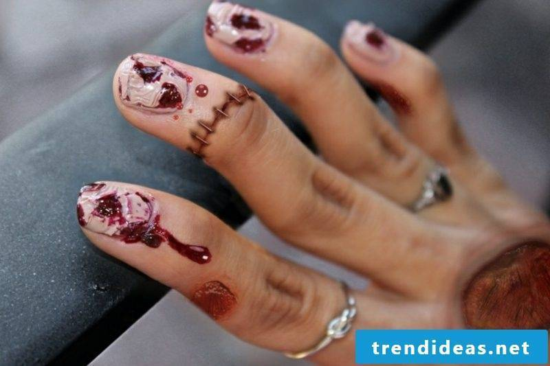Nail art design scary Halloween blood trails