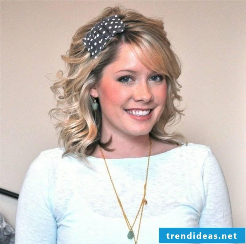 Ladies Hairstyles Curl hairstyle with original hair accessories
