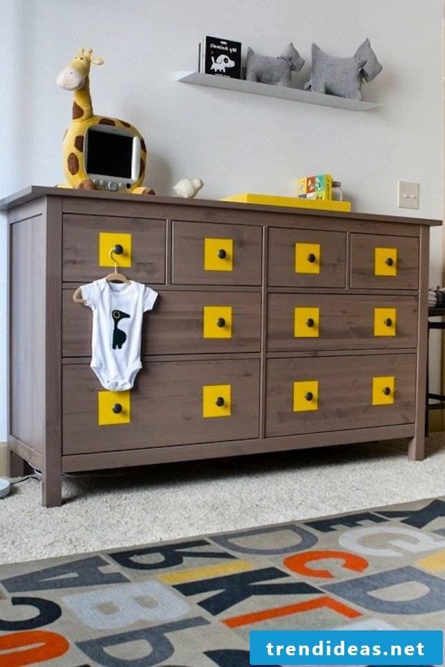 Pimp Ikea wardrobe in the nursery