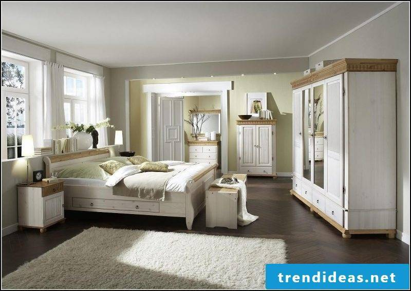 Country house decoration comfortably