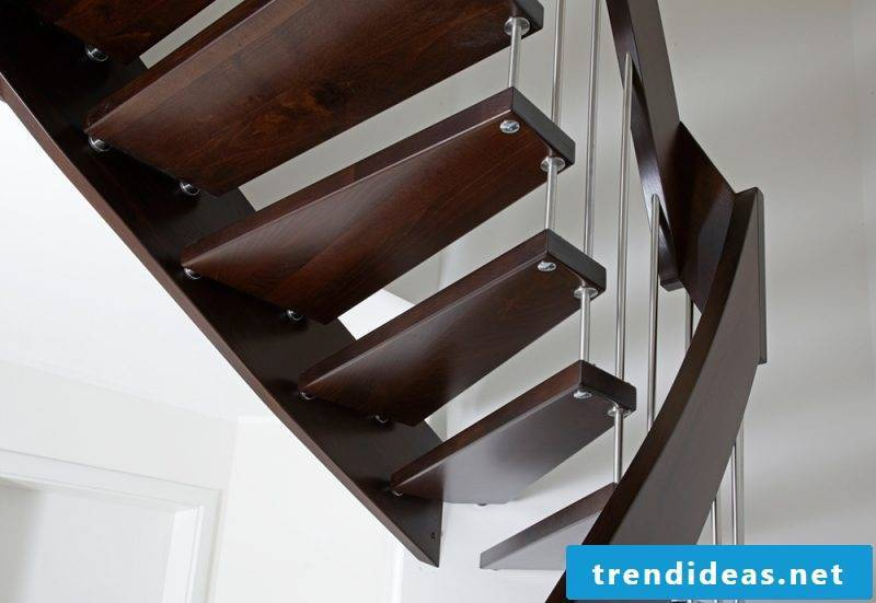 Bolts made of dark wood look modern combined with white walls