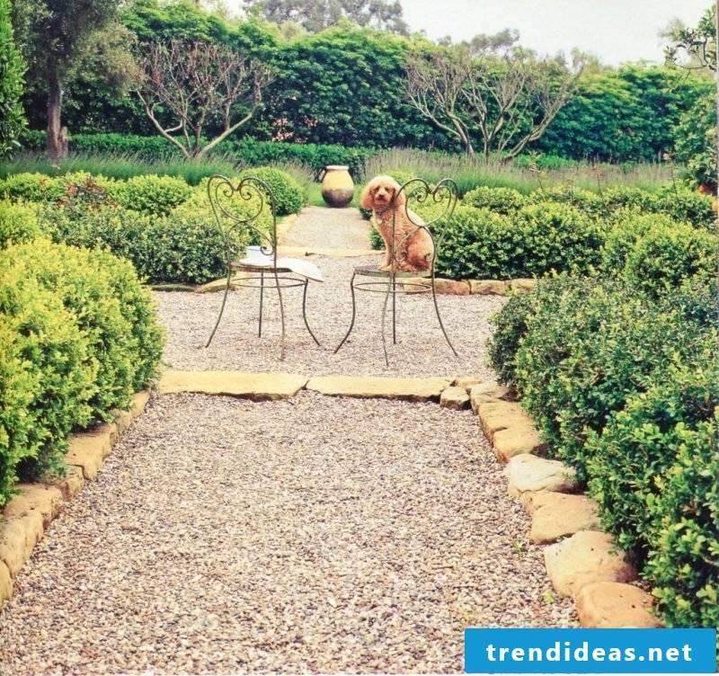 Create a gravel garden: Combine stones and gravel