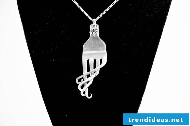 Jewelry made of silver cutlery chain