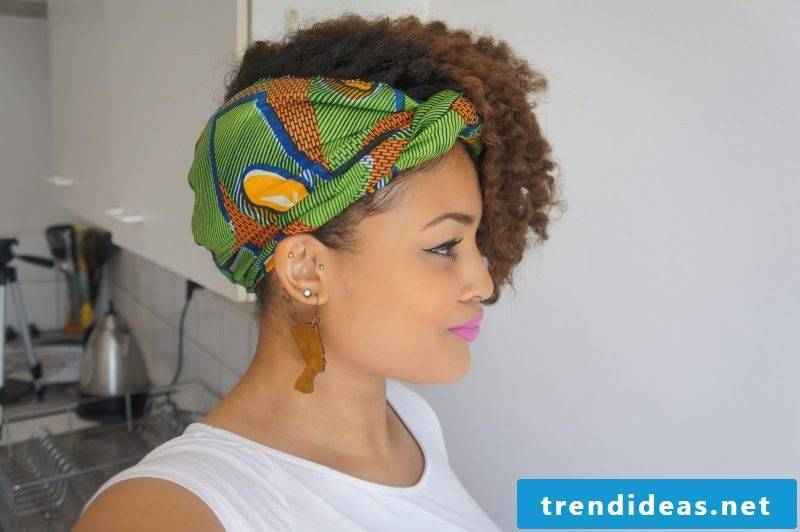 Headscarf tying hair style