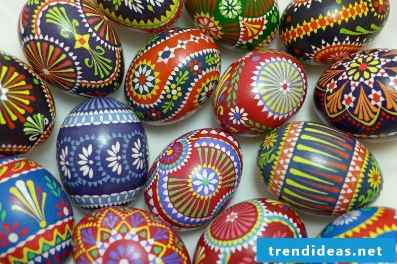 Sorbian easter eggs make their own wax reserve technique