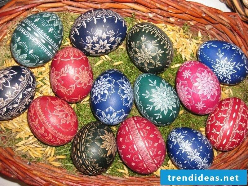 Sorbian easter eggs scratching technique