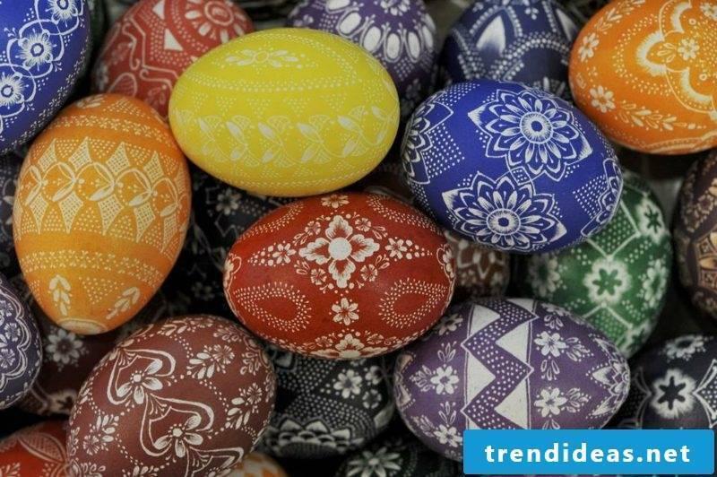 Sorbian Easter eggs painting techniques scratching technique