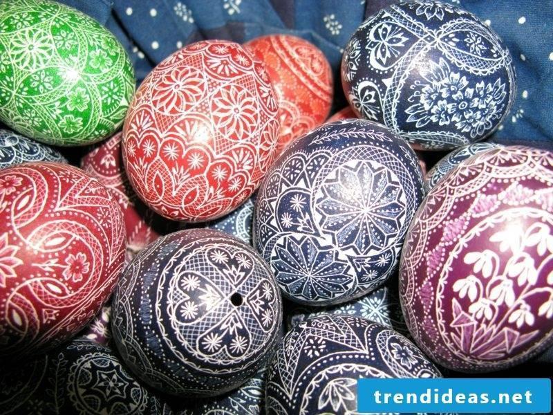 Sorbian easter eggs blown out original painting techniques scratching technique