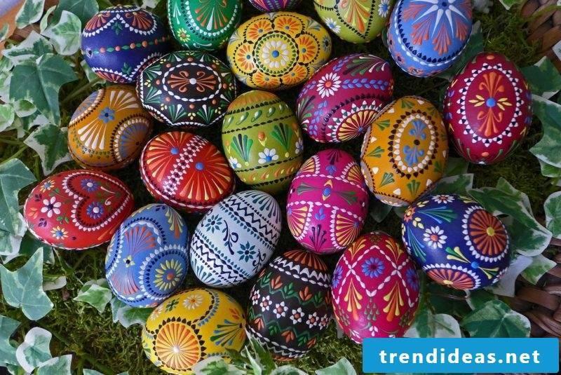 creative decorating ideas sorbische easter eggs Bossiertechnik