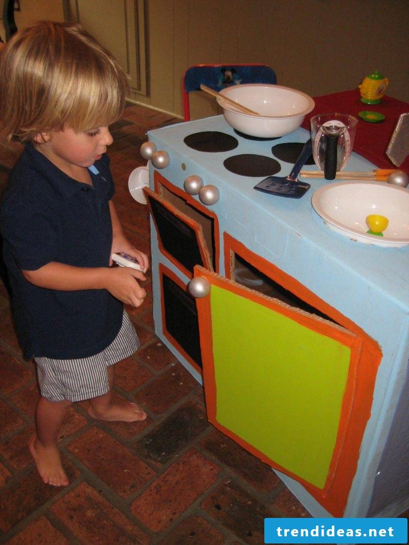 Build your own children's kitchen: Decorate according to your choice