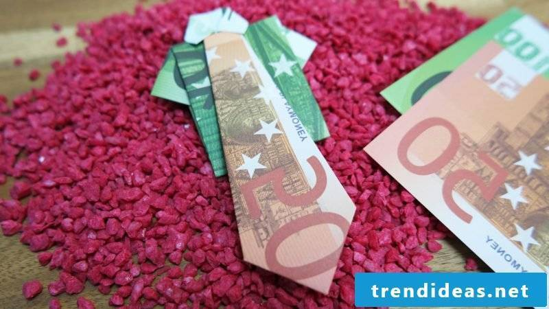 Money heart folds different