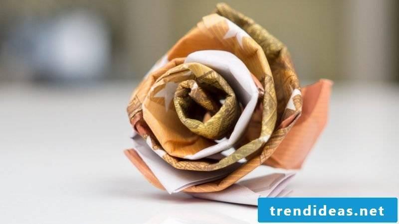 Money heart fold rose