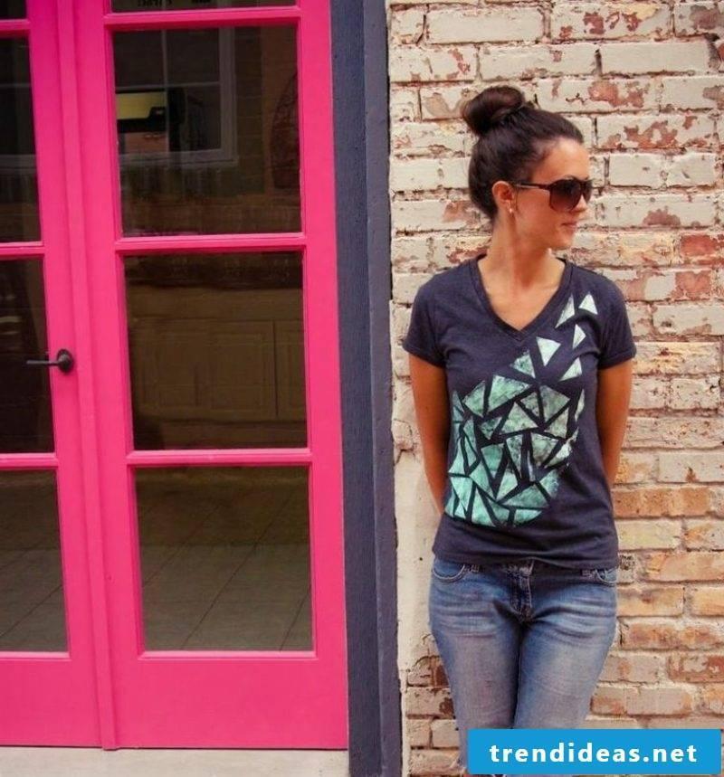 T-shirt with geometric motifs