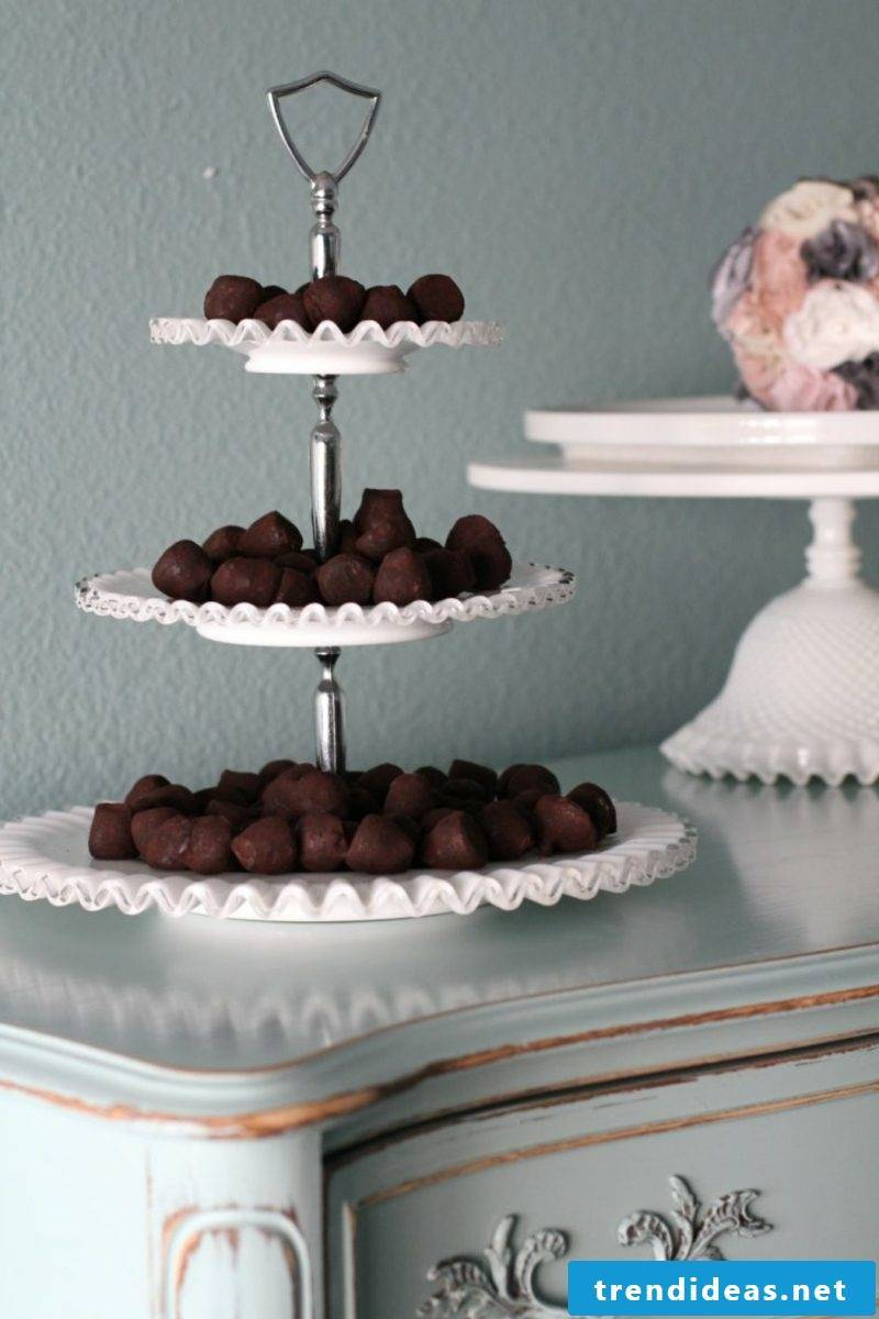 Etagere with chocolates