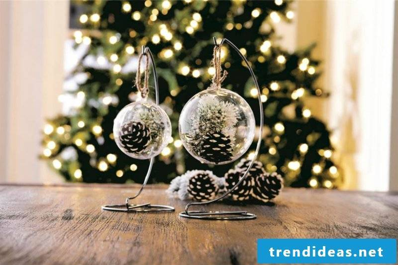 Tinker with pine cones Christmas decoration