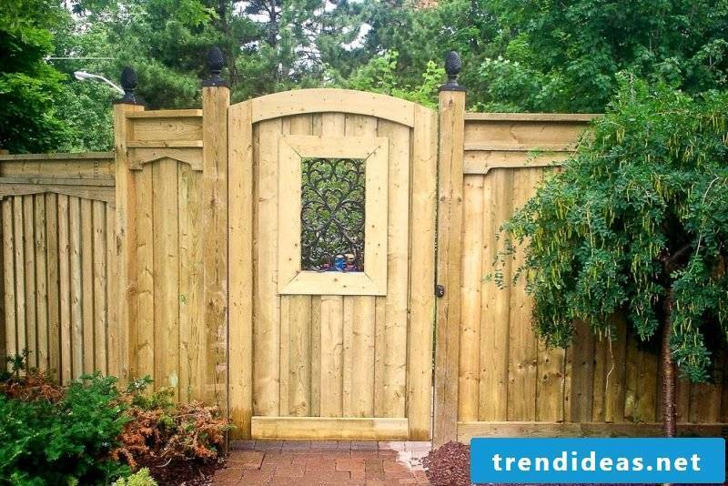 Build wooden garden gate yourself