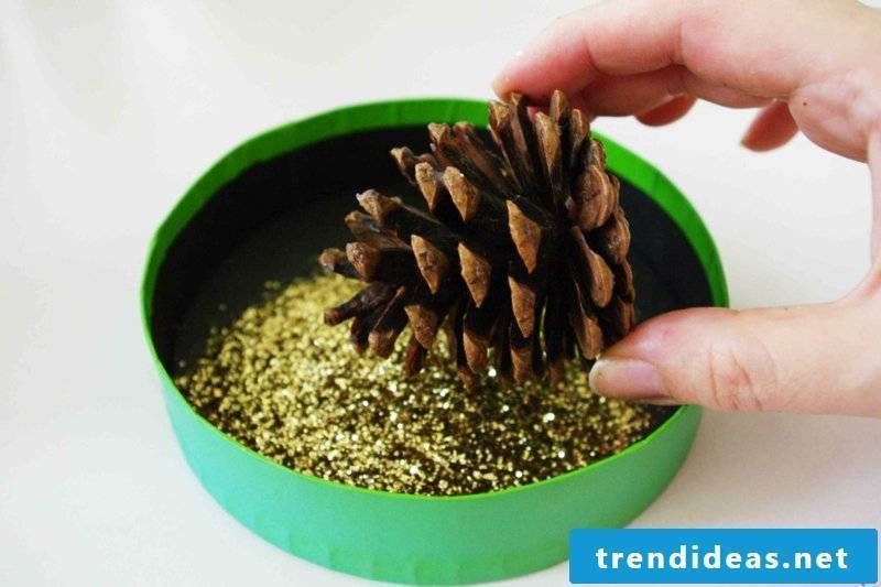 Tinker glitter with pine cones