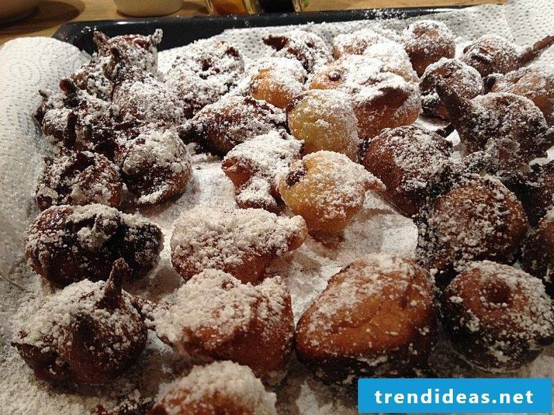 Mutzen with powdered sugar