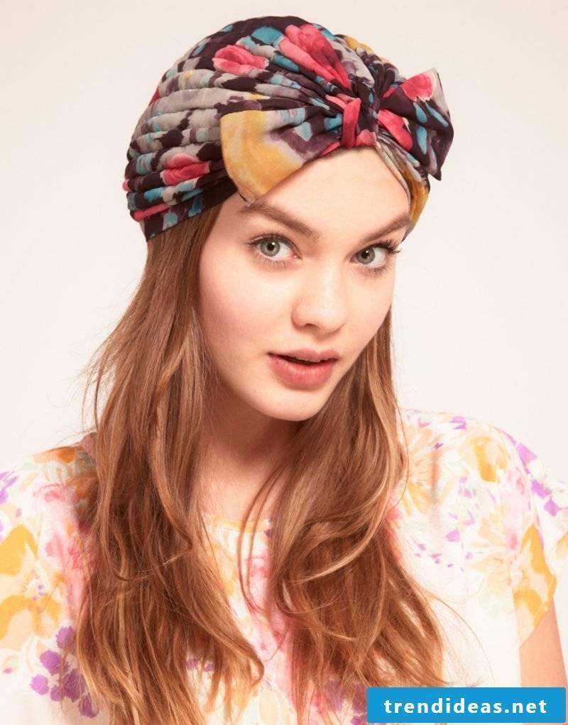 Tie headscarf with bow