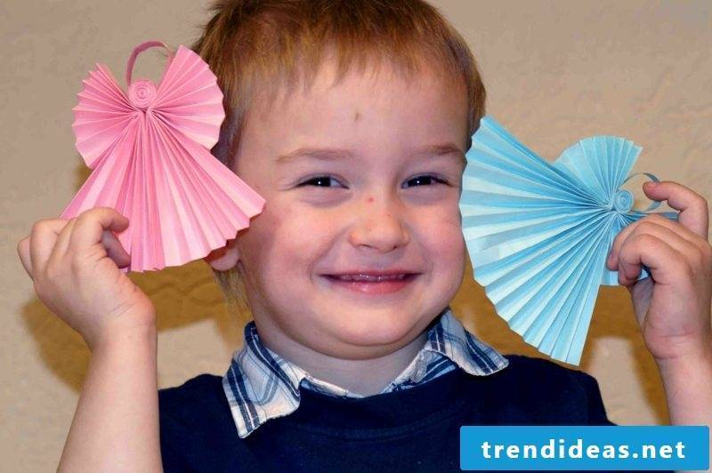 DIY ideas to make Christmas paper angels with the kids