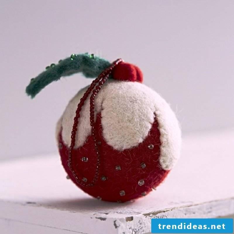 Crafting instructions for Christmas Christmas tree ball made of felt