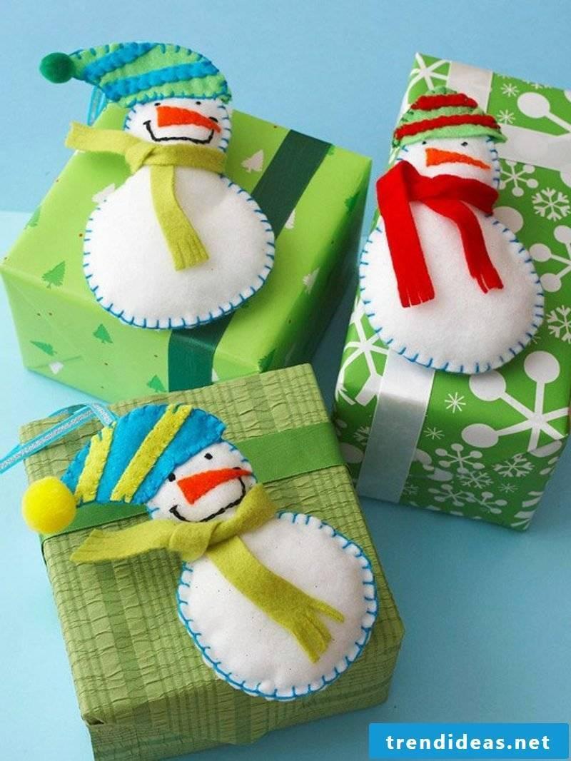 Felt snowmen make crafting manuals for Christmas