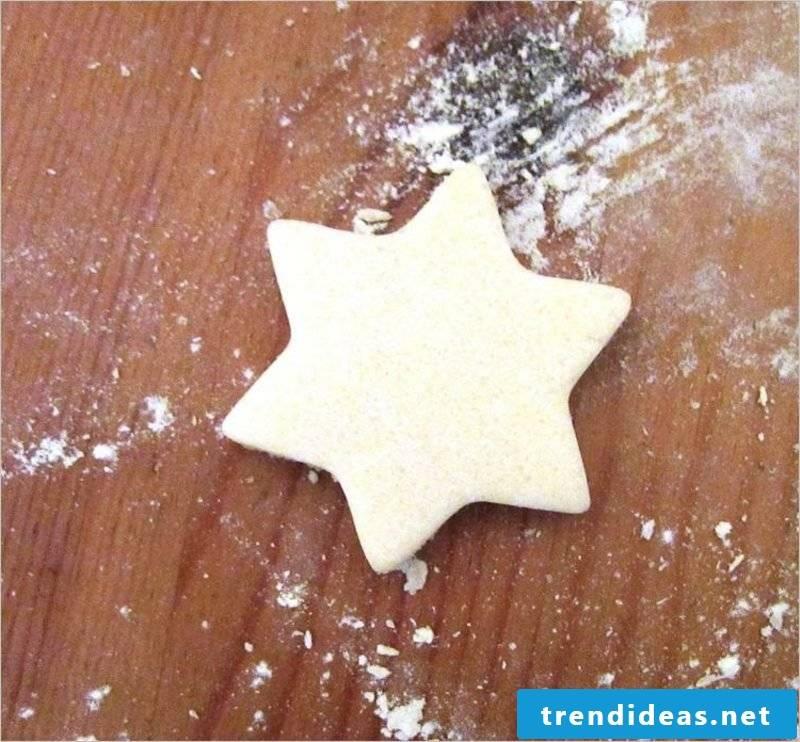 Bastelanleitungen for Christmas Cut out figures from salt dough