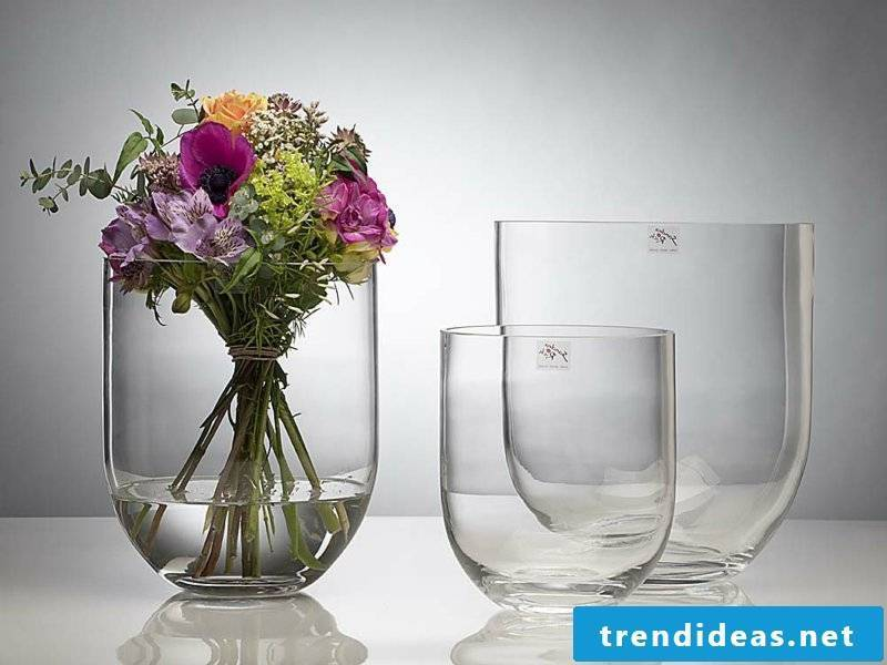 classic table decorations with glass vases